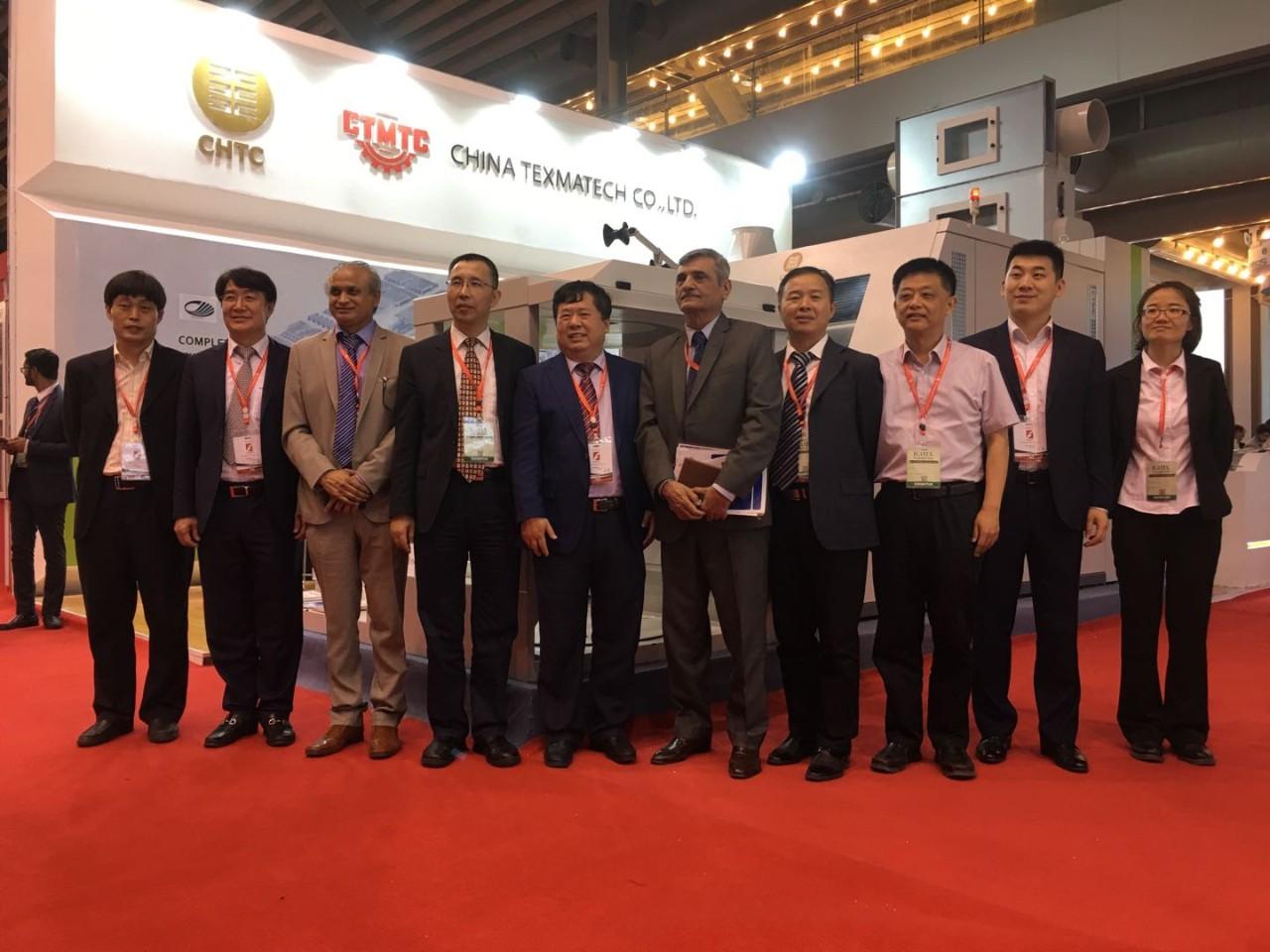 中国纺机集团携JWF1213型宽幅梳棉机亮相2018巴基斯坦纺织机械展览会
